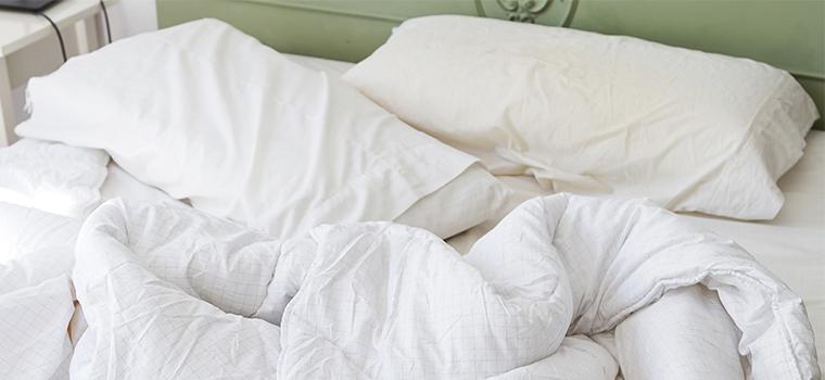 blanchir oreiller jaune nettoyer oreiller